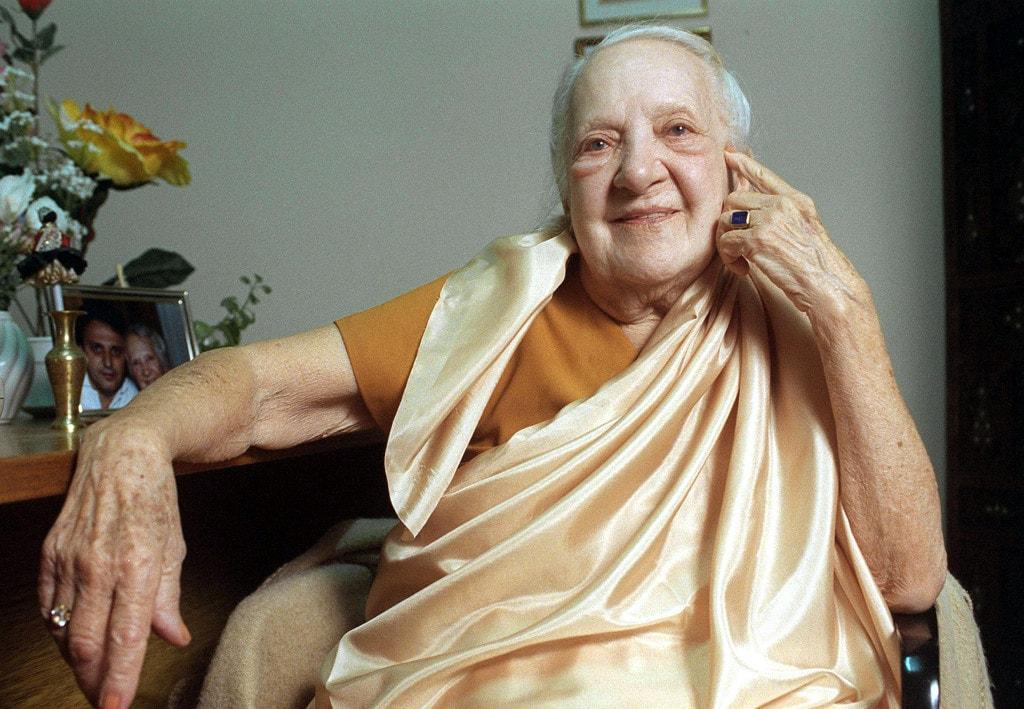 """103 წლის ინდრა დევი: """"არ დალიოთ წყალი ჭამის დროს, ეს კუჭის წვენს აწყალებს!"""""""